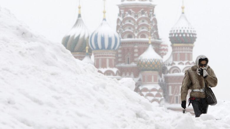 Winter snow drifts in moscow 056656